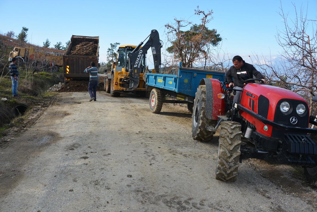 Arsa Mahallesi'nde Heyelan Sebebiyle Çöken Yol Ulaşıma Açıldı